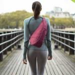身体に心地よいデザインを体現するユニークなしずく型バッグ